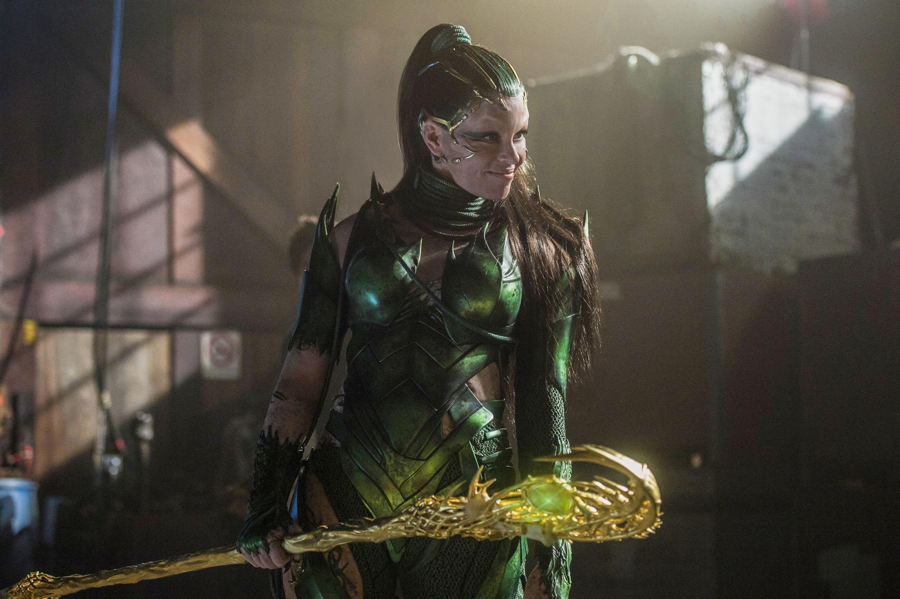 Power Rangers Kritik mit Elizabeth Banks