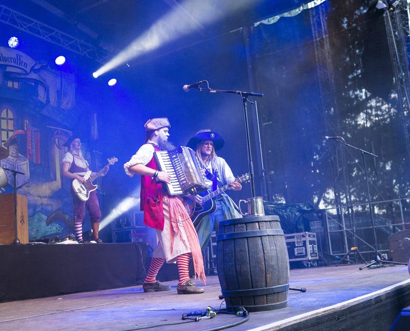 Mr. Hurley und die Pulveraffen auf dem Elbenwald Festival 2018