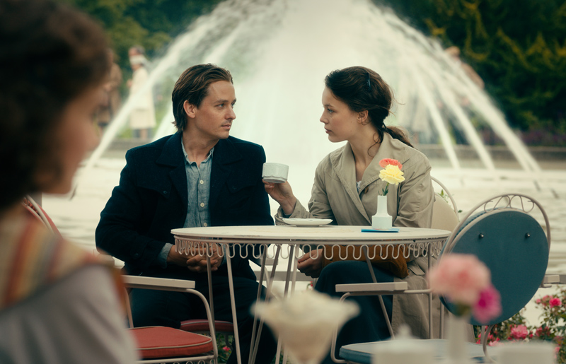 Tom Schilling und Pauka Beer Werk ohne Autor Never Look Away