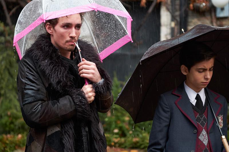 The Umbrella Academy Kritik Serienempfehlung auf Netflix mit Aidan Gallagher und Robert Sheehan