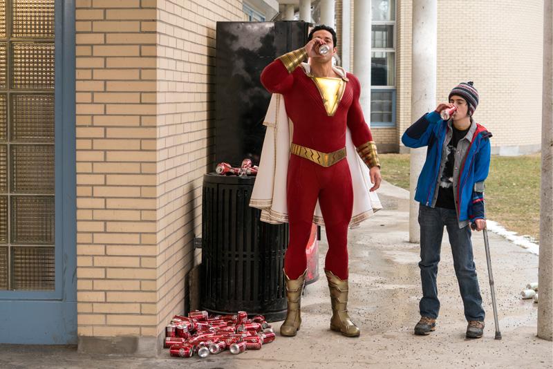 Zachary Levi mit Jack Dylan Grazer Shazam Kritik