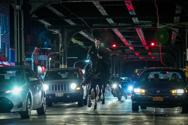 Keanu Reeves in John Wick 3 auf einem Pferd - Filmkritik