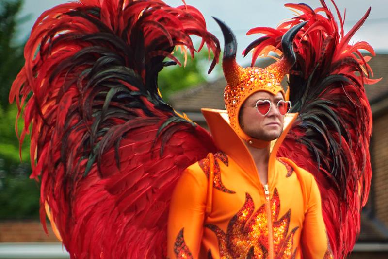 Rocketman Kritik mit Taron Egerton als Elton John