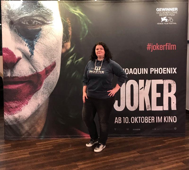 Pia von irgendwie nerdig Bei der Joker Preview